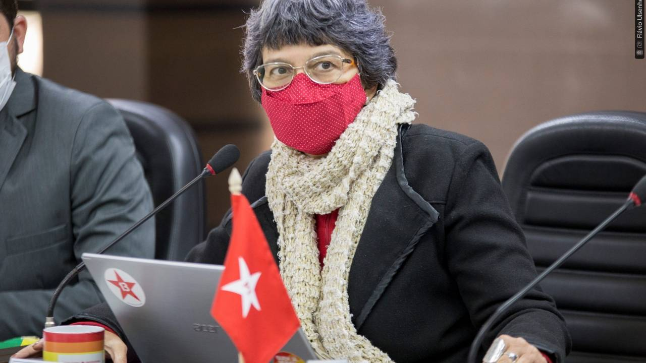Professora Liliam diz que Prefeitura não cumpre lei sobre vacinação de educadores