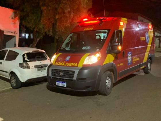 Motociclista colide na traseira de automóvel na Rua Leonardo da Vinci