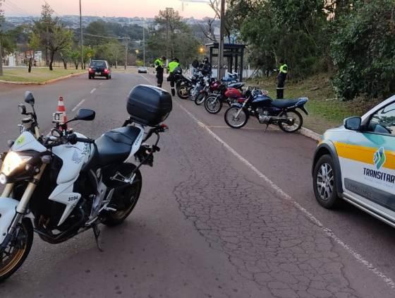 Operação Bloqueio detém seis condutores não habilitados e recolhe veículos com débitos