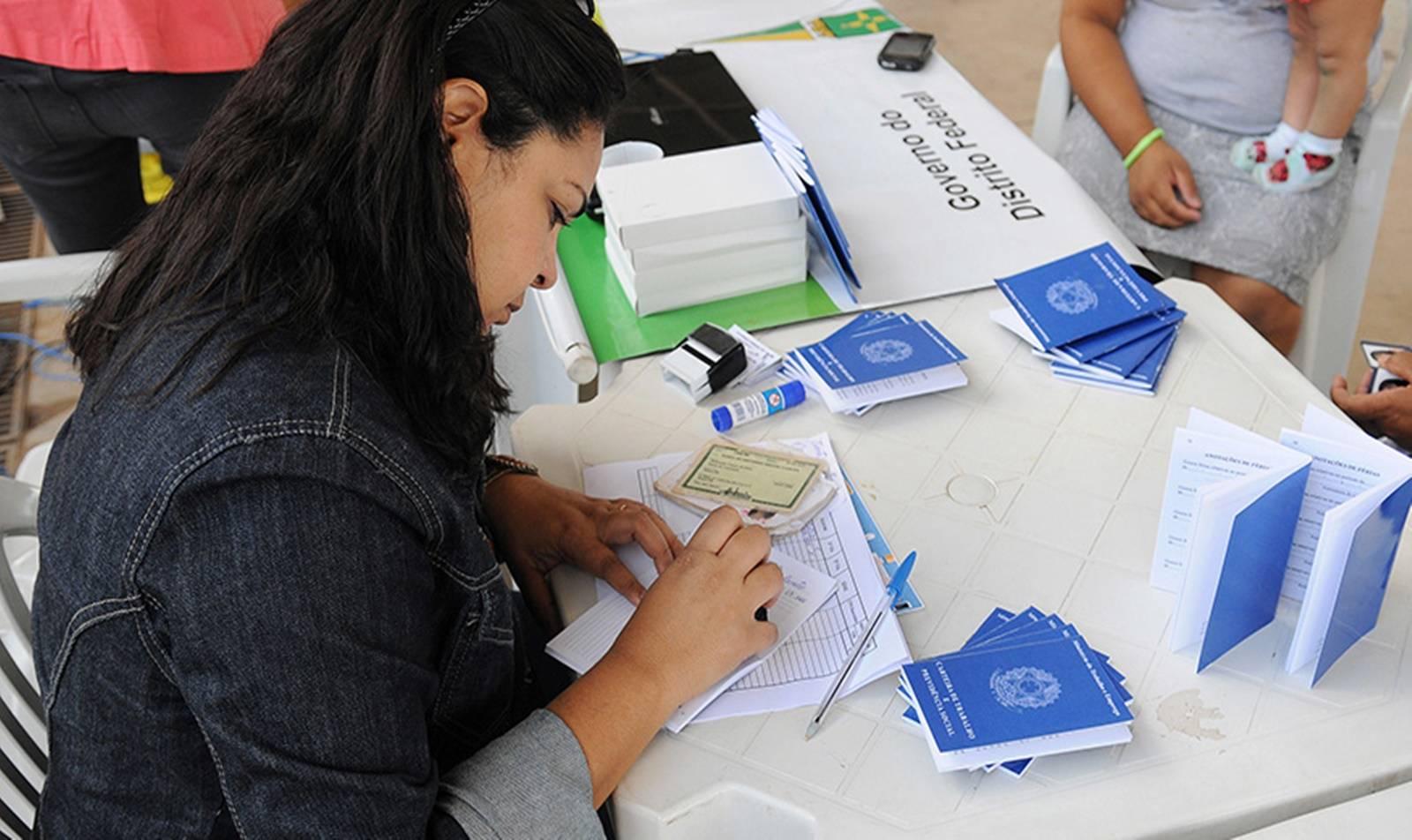 Desemprego sobe para 12,2% e atinge 12,9 milhões de pessoas no 1º trimestre