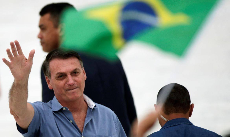Bolsonaro encontra apoiadores na rampa do Palácio do Planalto