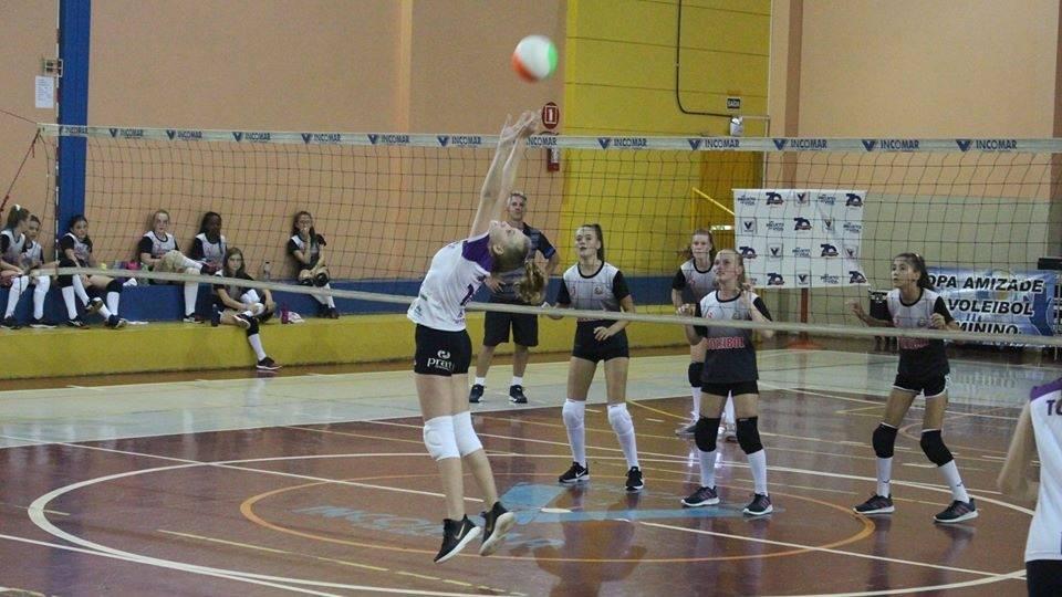 Competições regionais de voleibol vivem momento de incerteza