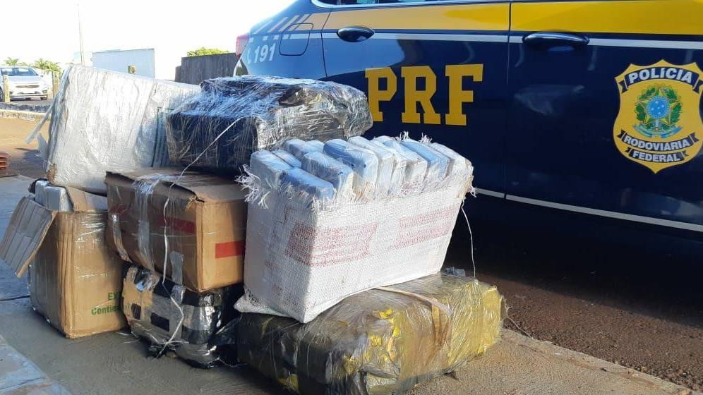 PRF apreende veículo com placas clonadas, carregado com maconha em Santa Terezinha de Itaipu