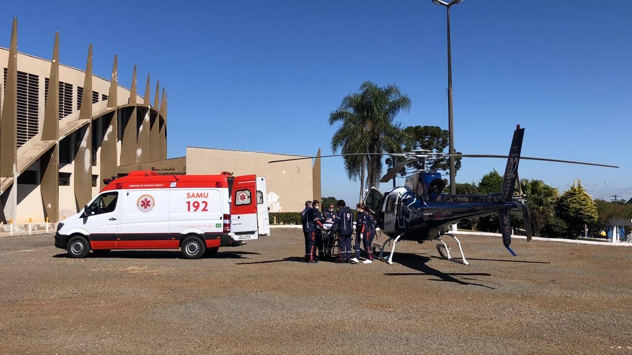 Helicóptero do Consamu realiza transferência de paciente idosa em Laranjeiras do Sul