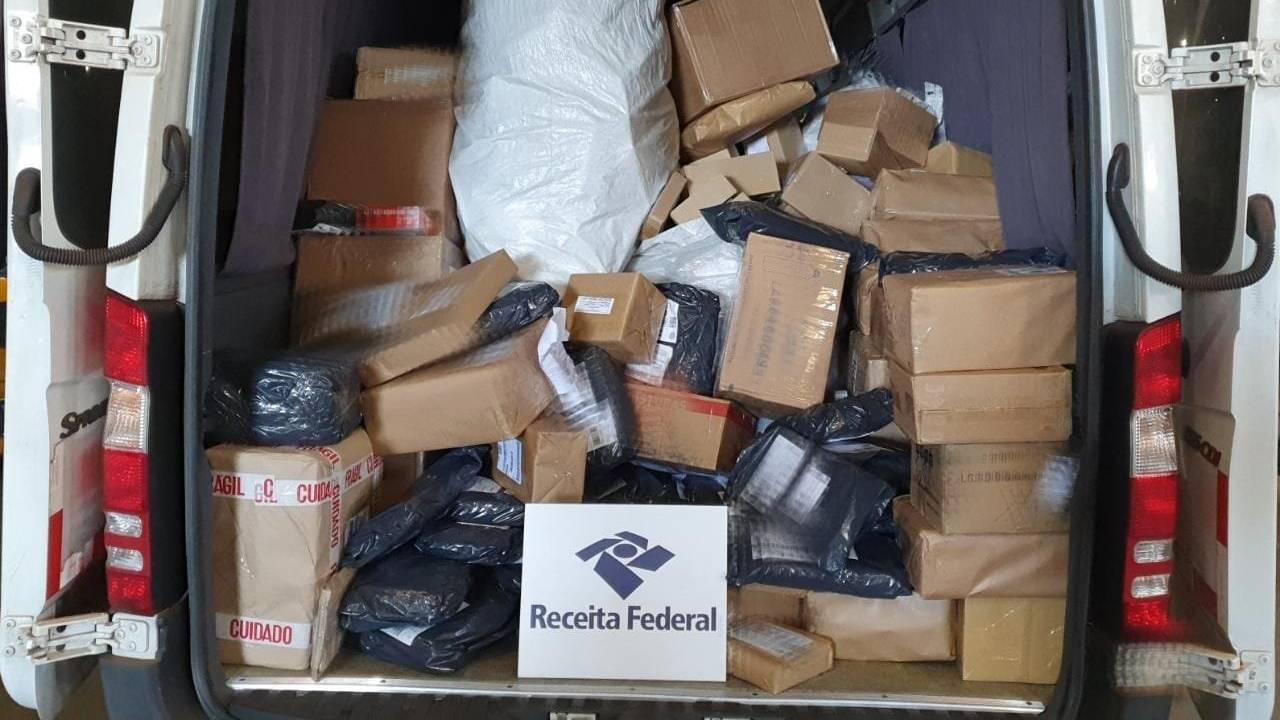 Receita Federal em Cascavel retém mais de 600 volumes de remessas postais irregulares em operação