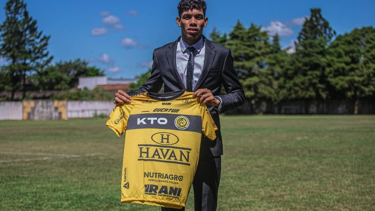 Primeira transação internacional da história do clube, Paulo Baya se despede do FC Cascavel