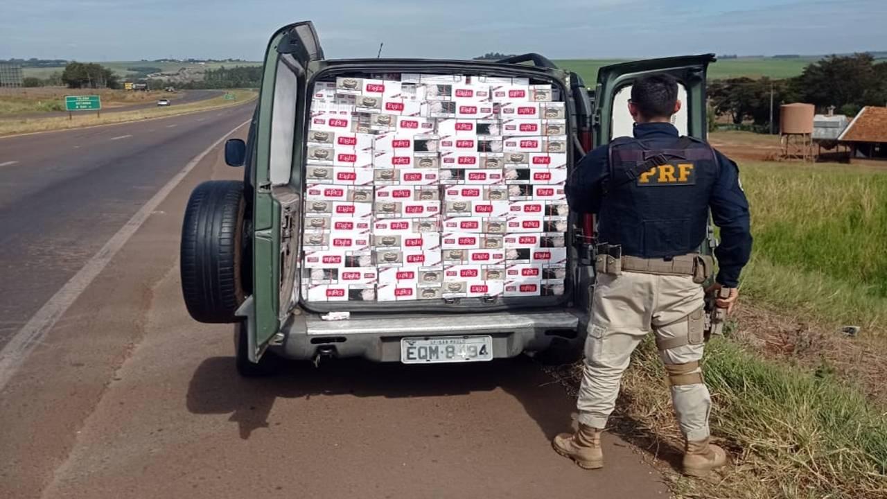 PRF apreende veículo carregado com 25.000 maços de cigarros no Paraná