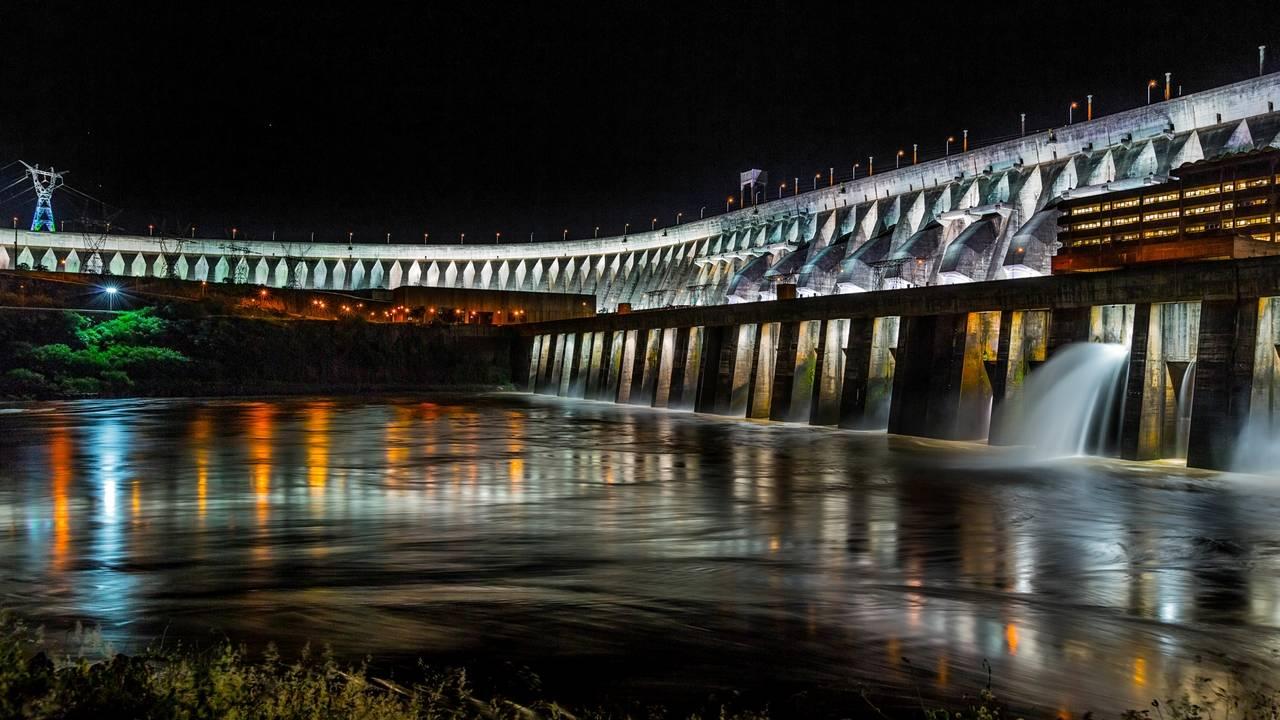 Diretor de Itaipu anuncia redução na tarifa, com alívio na conta de luz já em 2022