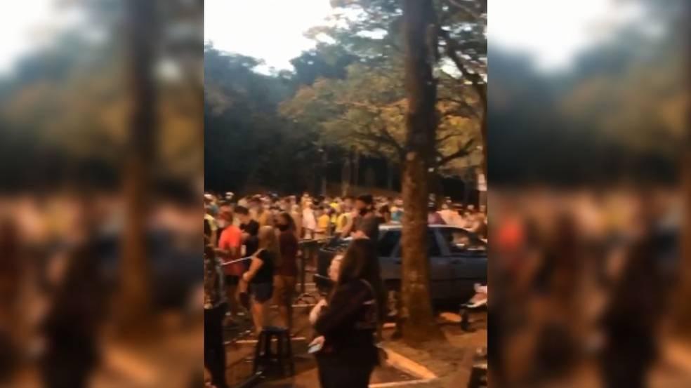 Evento esportivo no Lago Municipal autorizado pela prefeitura gera aglomeração em Cascavel