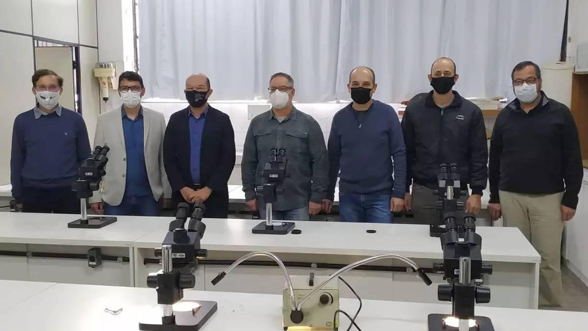 Parceria entre Unioeste e Receita Federal garante novos equipamentos para laboratório