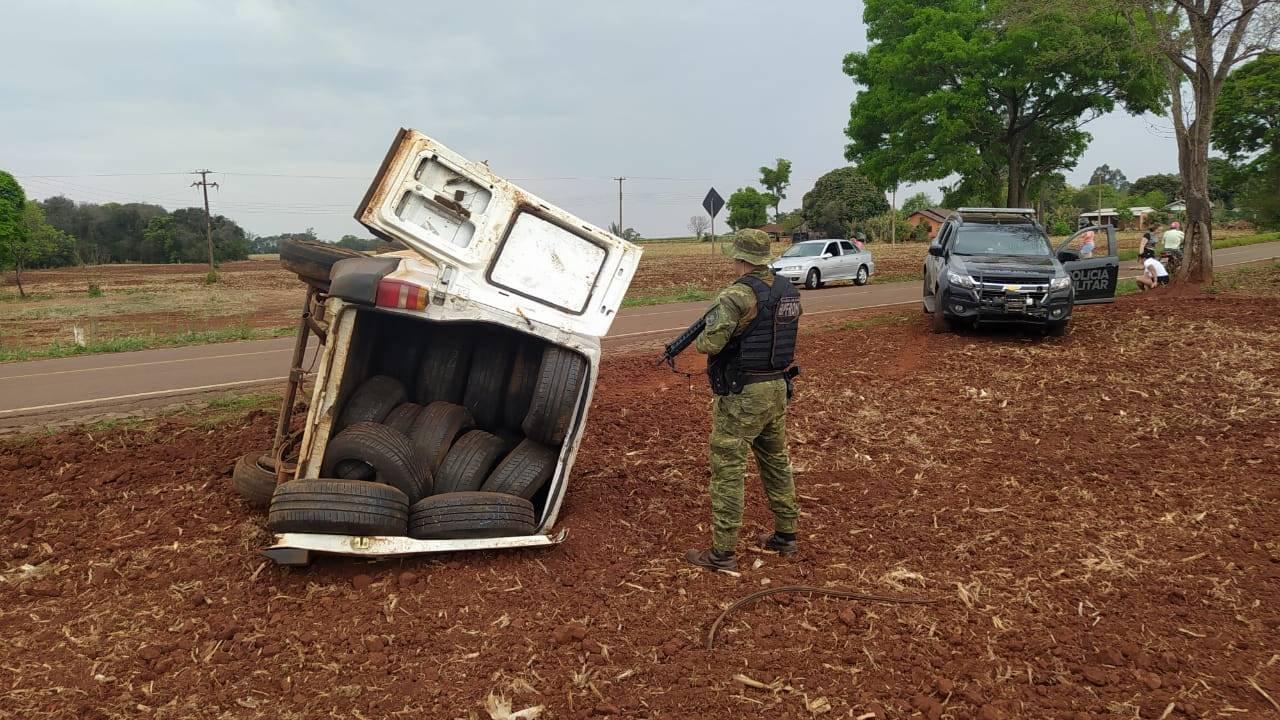 BPFRON apreende pneus contrabandeados após capotamento em Pato Bragado