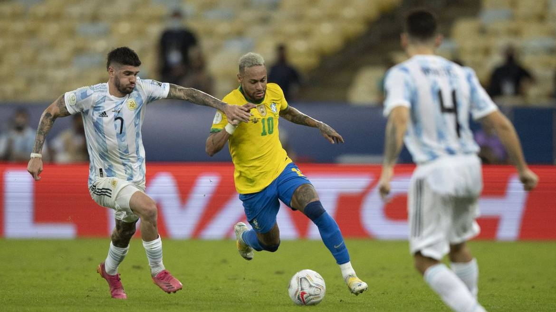 Funcionários da Anvisa interrompem jogo do Brasil após argentinos violarem regras sanitárias