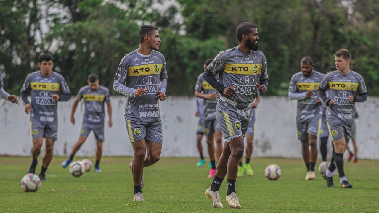 No primeiro jogo da final do Paranaense 2021, FC Cascavel enfrenta Londrina no Estádio do Café