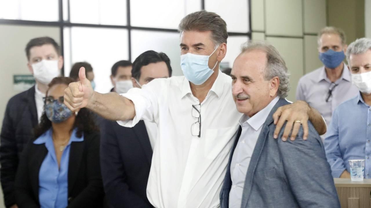 Paranhos transmite cargo e Renato Silva assume como prefeito interino