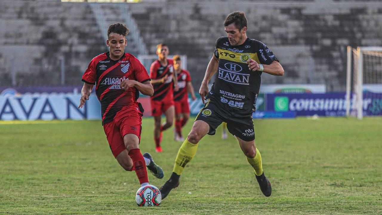 FC Cascavel vira contra Athletico Paranaense nos acréscimos e segue invicto no Paranaense 2021