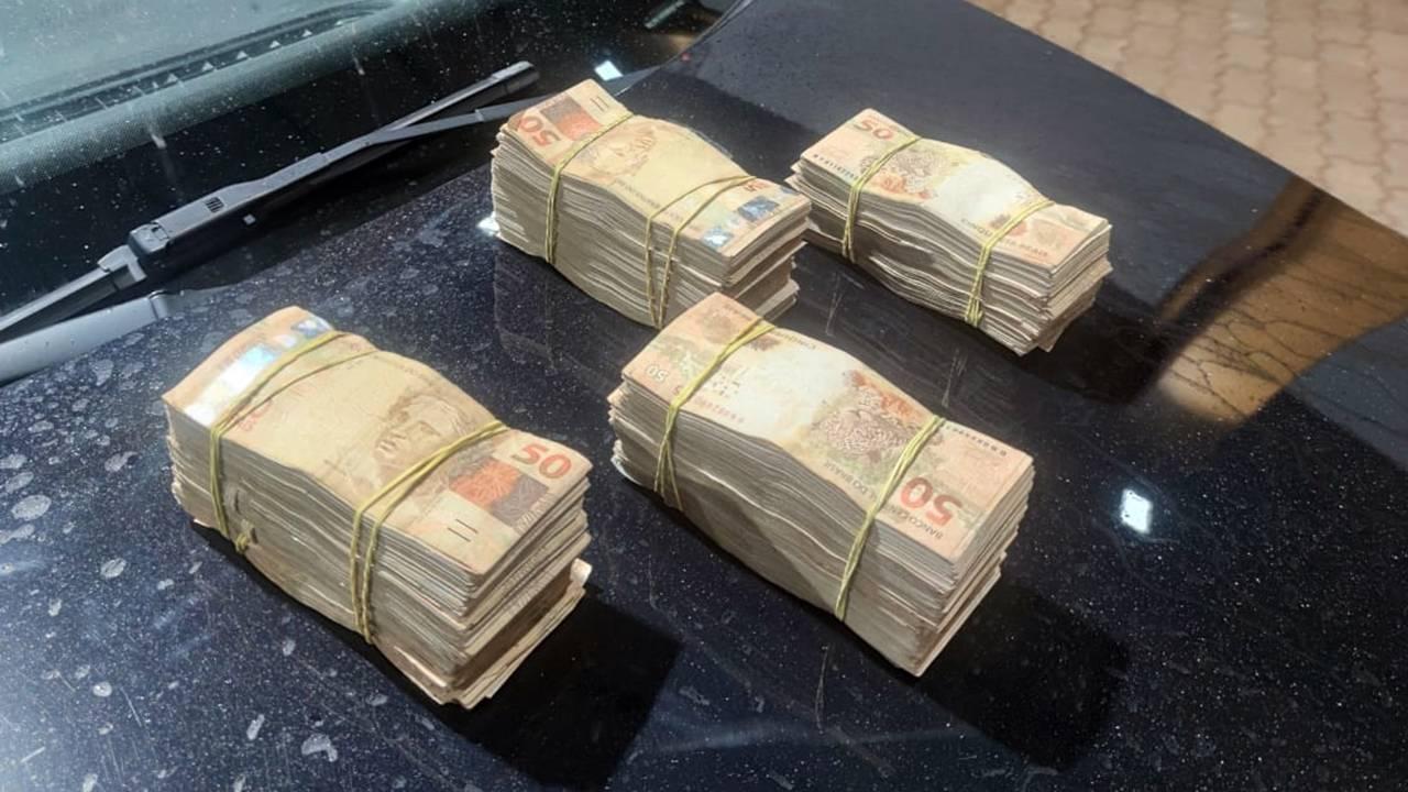 PRF apreende homem com mais de R$100 mil não declarados na BR-369 em Corbélia