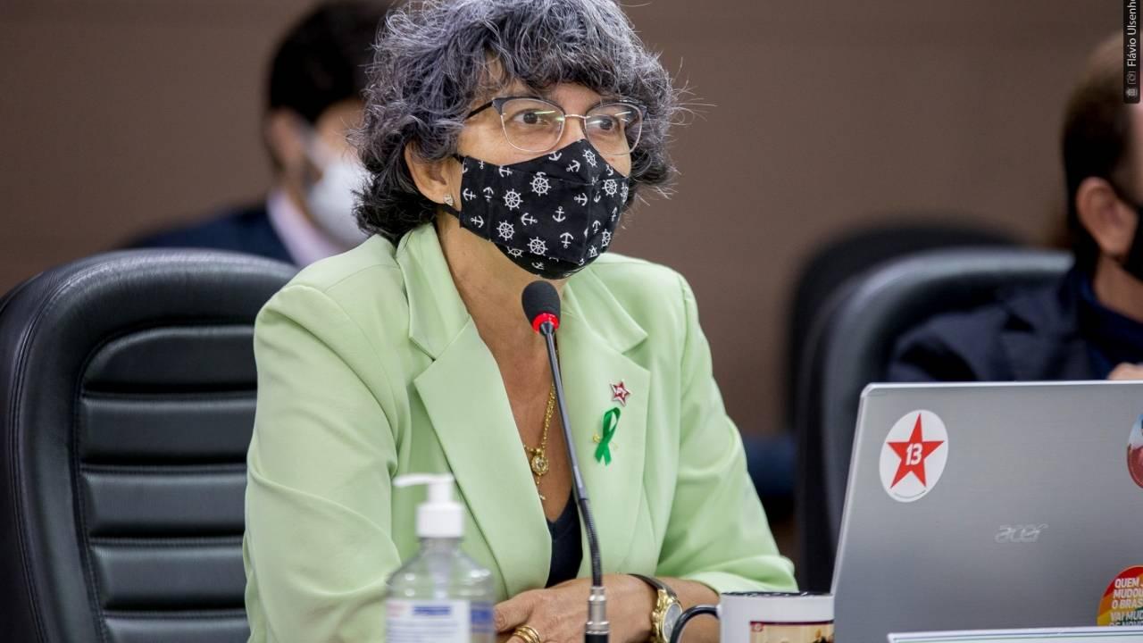 Professora Liliam indica que é necessária a criação de cargo de Merendeiro(a)