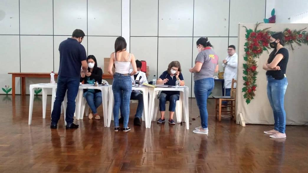 Com doses para população em geral, Paraná aplicou 56,7 mil vacinas no fim de semana