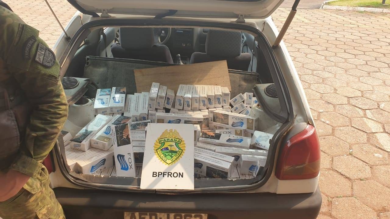 BPFRON apreende veículo com cigarros contrabandeados, na cidade de Toledo