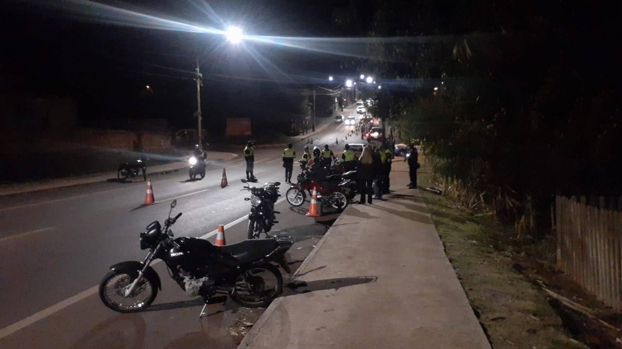 Operação Bloqueio realizada pela Transitar autua cinco motos por poluição sonora