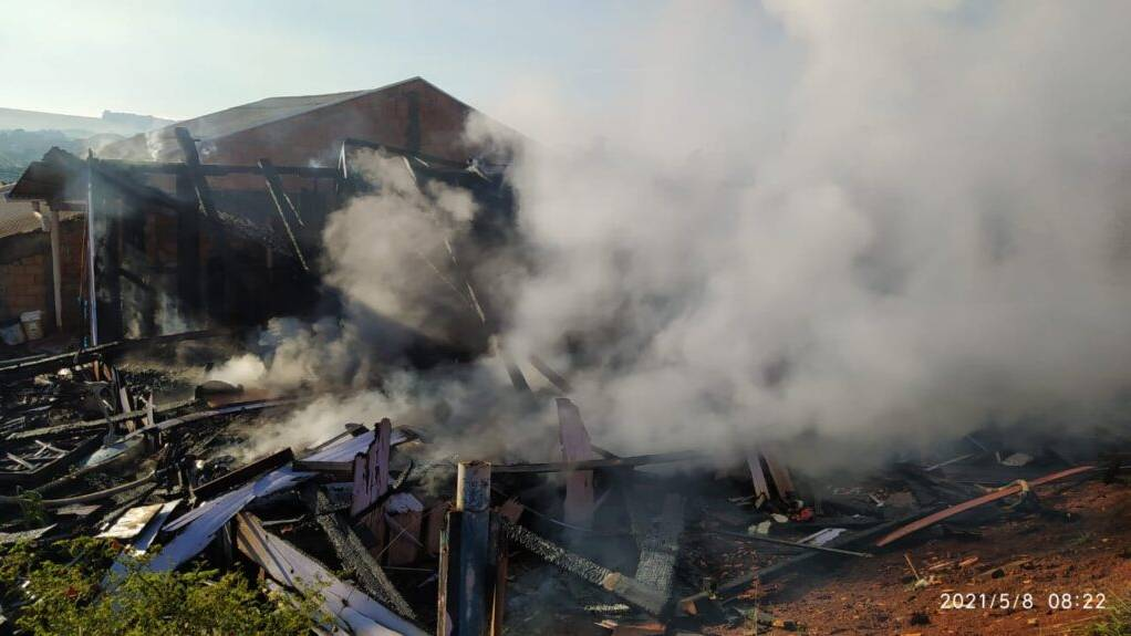 Tragédia: Quatro pessoas da mesma família morrem carbonizadas em incêndio