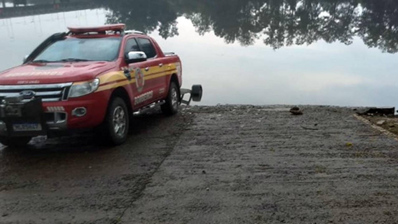 Bombeiros encontram mais um corpo boiando no rio Iguaçu