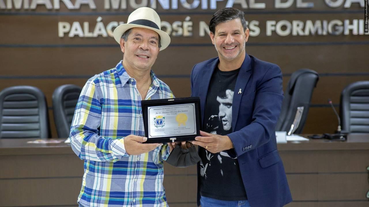 Capoeirista Mestrinho recebe Medalha Darci Israel em homenagem na Câmara