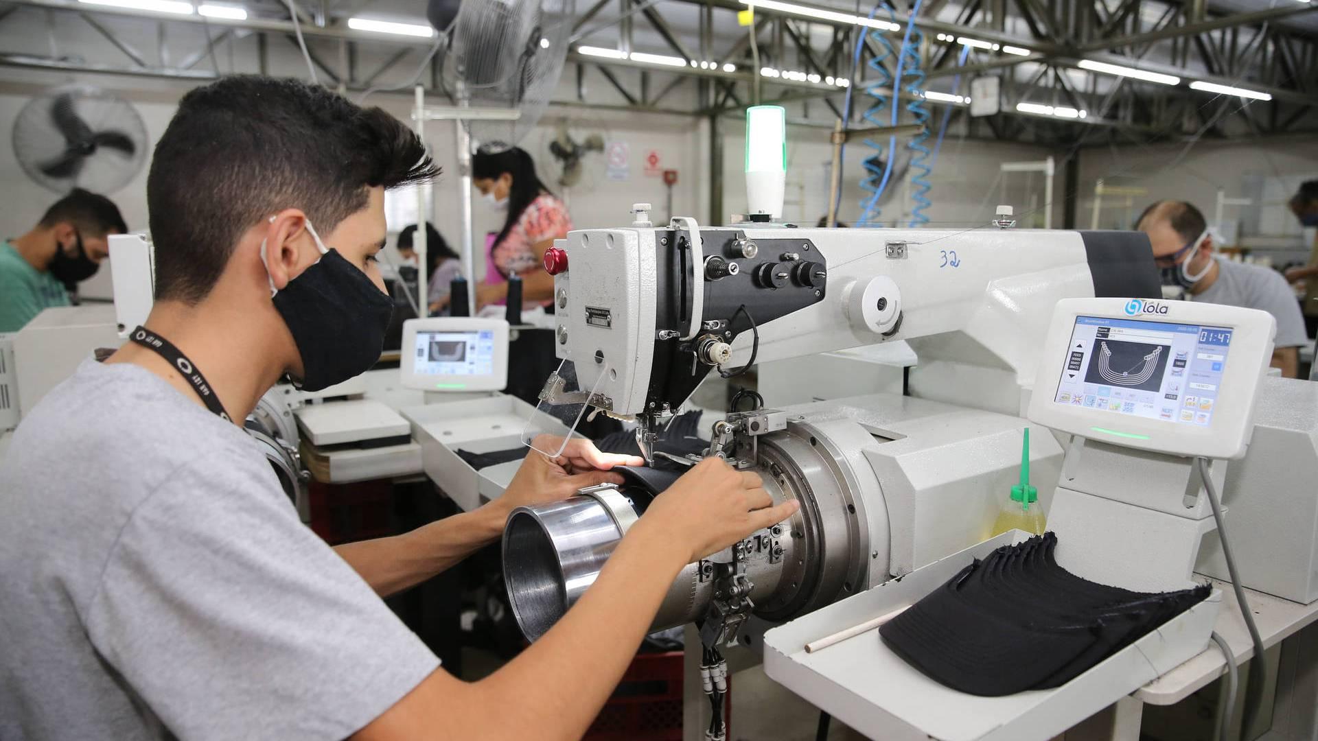 Indústria paranaense cresce 1,5% em agosto e mantém alta no ano, aponta IBGE