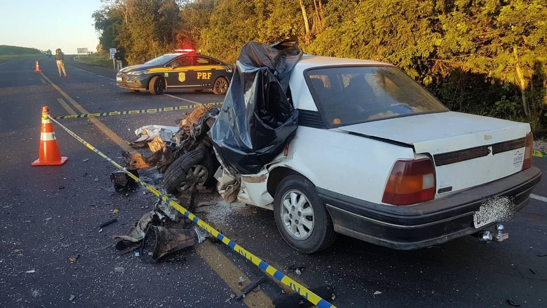 Homem morre na hora após fortíssima colisão entre três veículos na BR-373