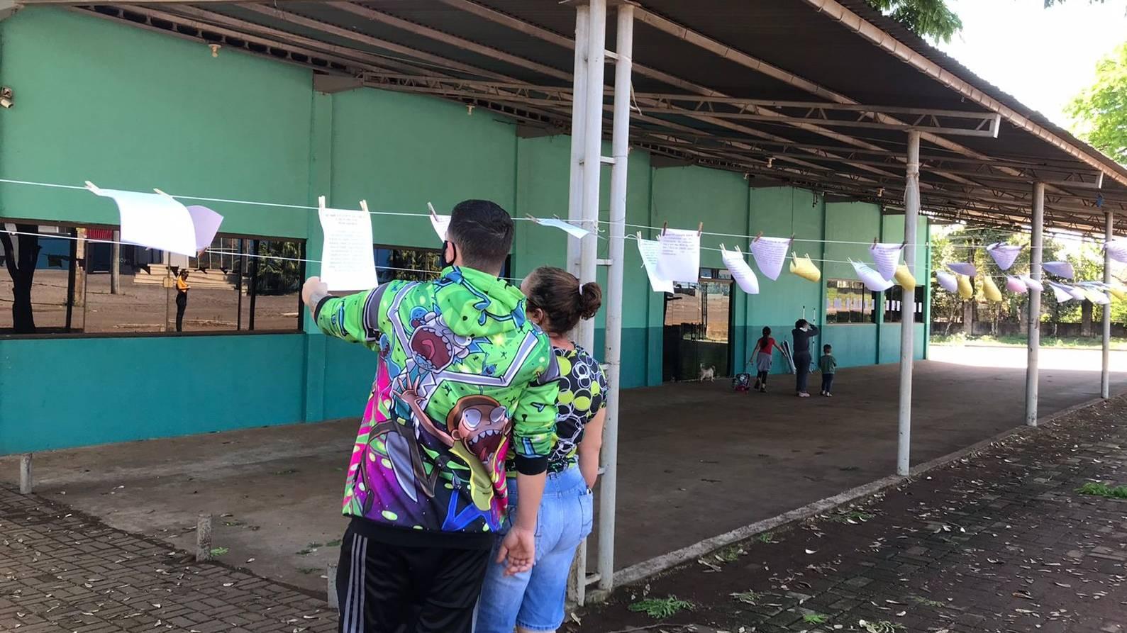 Agência do Trabalhador de Cascavel faz ação Vagas no Varal