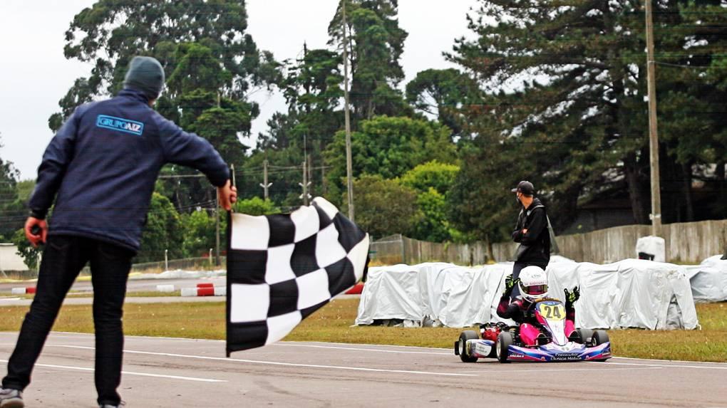 Giovana Marinoski conquista o 2º lugar na abertura da Copa Super Paraná de Kart