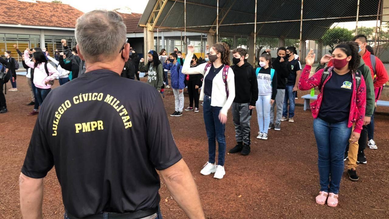 Alunos da rede estadual de Cascavel tem primeiros contato com o modelo Cívico Militar