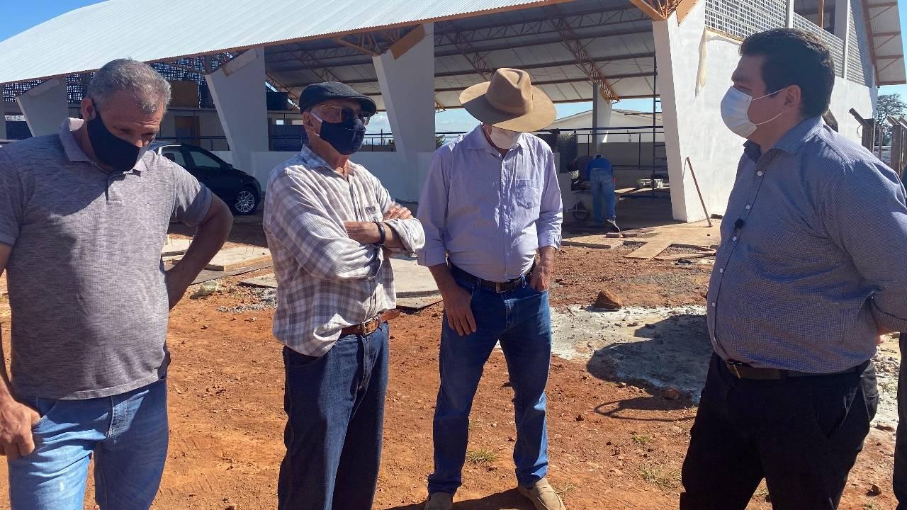 Deputado Gugu Bueno e prefeito Paranhos anunciam a inauguração do Ginásio de Juvinópolis
