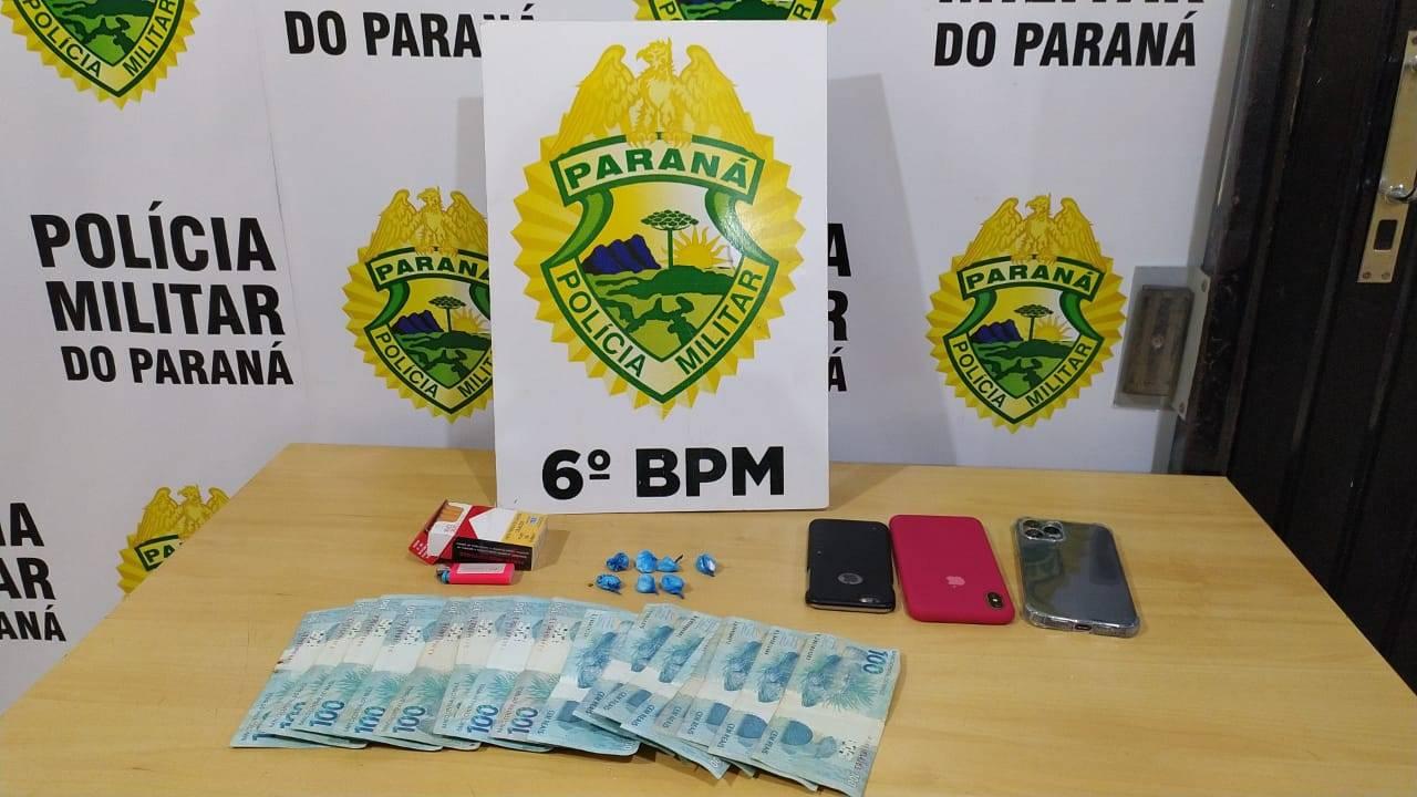 Homem de 38 anos é detido pela PM por embriaguez ao volante e com 7 buchas de cocaína