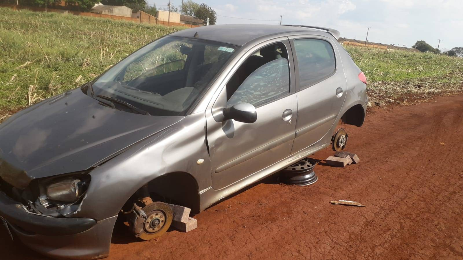 Polícia Militar de Cascavel recupera Peugeot 206 furtado em Toledo
