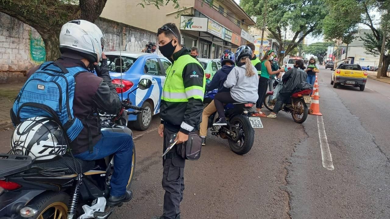 Mais de 300 motociclistas são orientados na primeira semana de Operação Moto Segura 2021