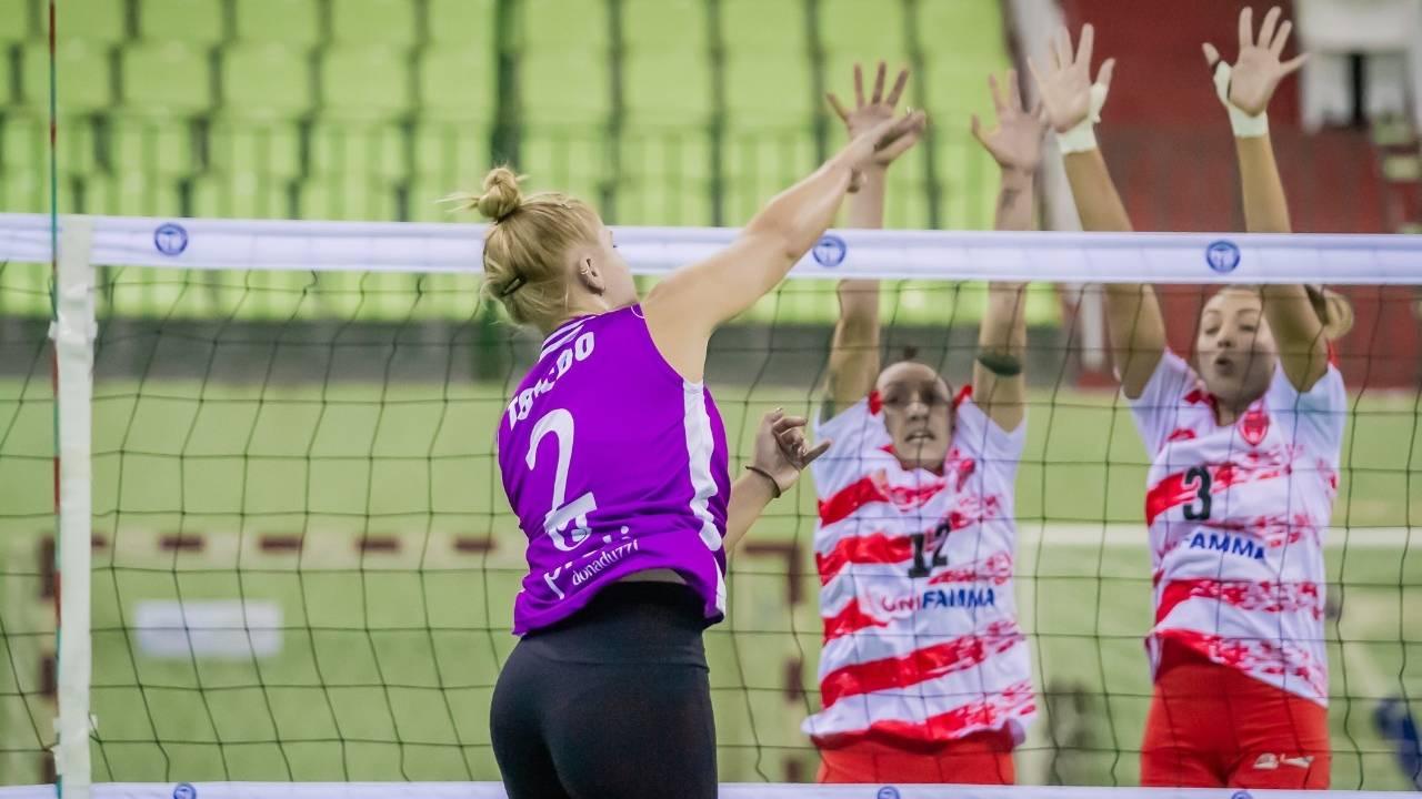 Superado na estreia, vôlei feminino projeta bom resultado em casa