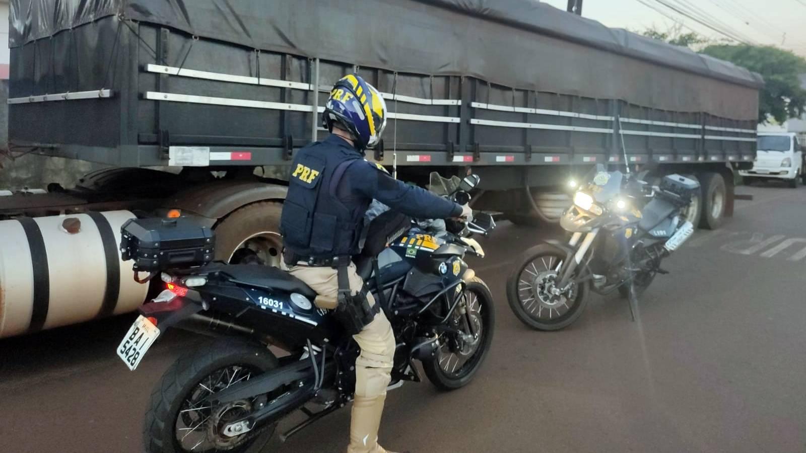 Caminhão é apreendido pela PRF na BR-277 em Cascavel