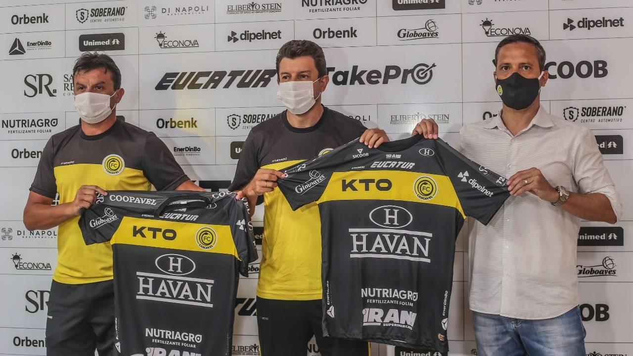 Tcheco chega e dá início aos trabalhos de pré-temporada no Futebol Clube Cascavel