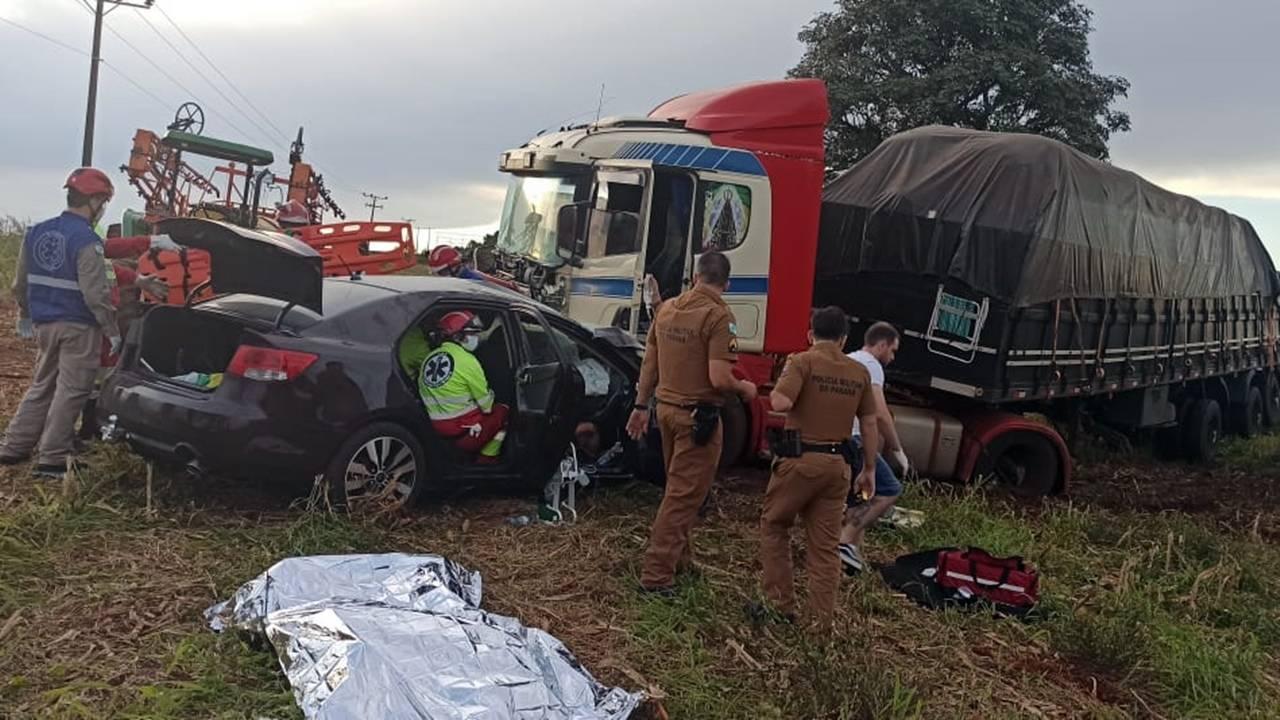 Mulher morre e outras duas pessoas ficam gravemente feridas após colisão de trânsito na BR-277