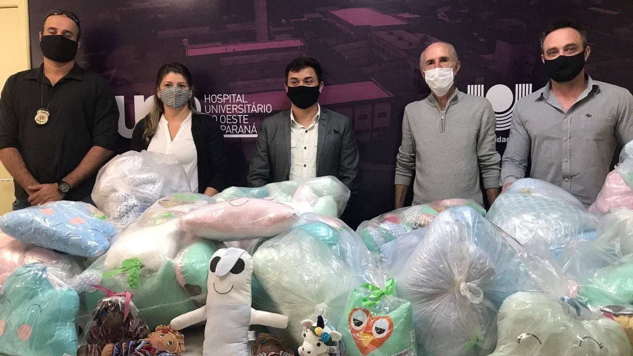 Huop recebe mais de 200 naninhas produzidas por detentos da PIC