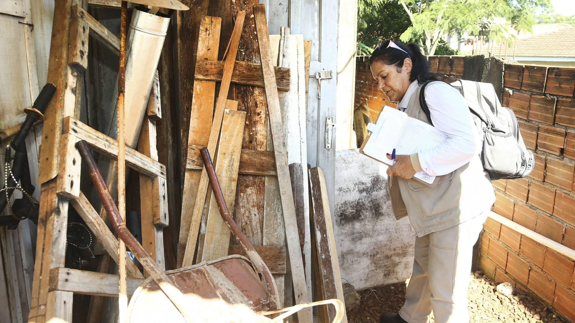 Endemias realiza ações de combate à dengue no Jardim Alvorada