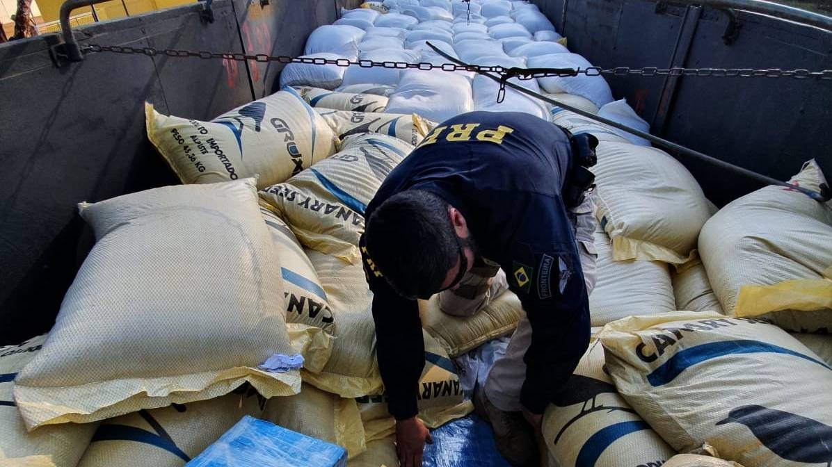 PRF apreende 2,7 toneladas de maconha no Paraná