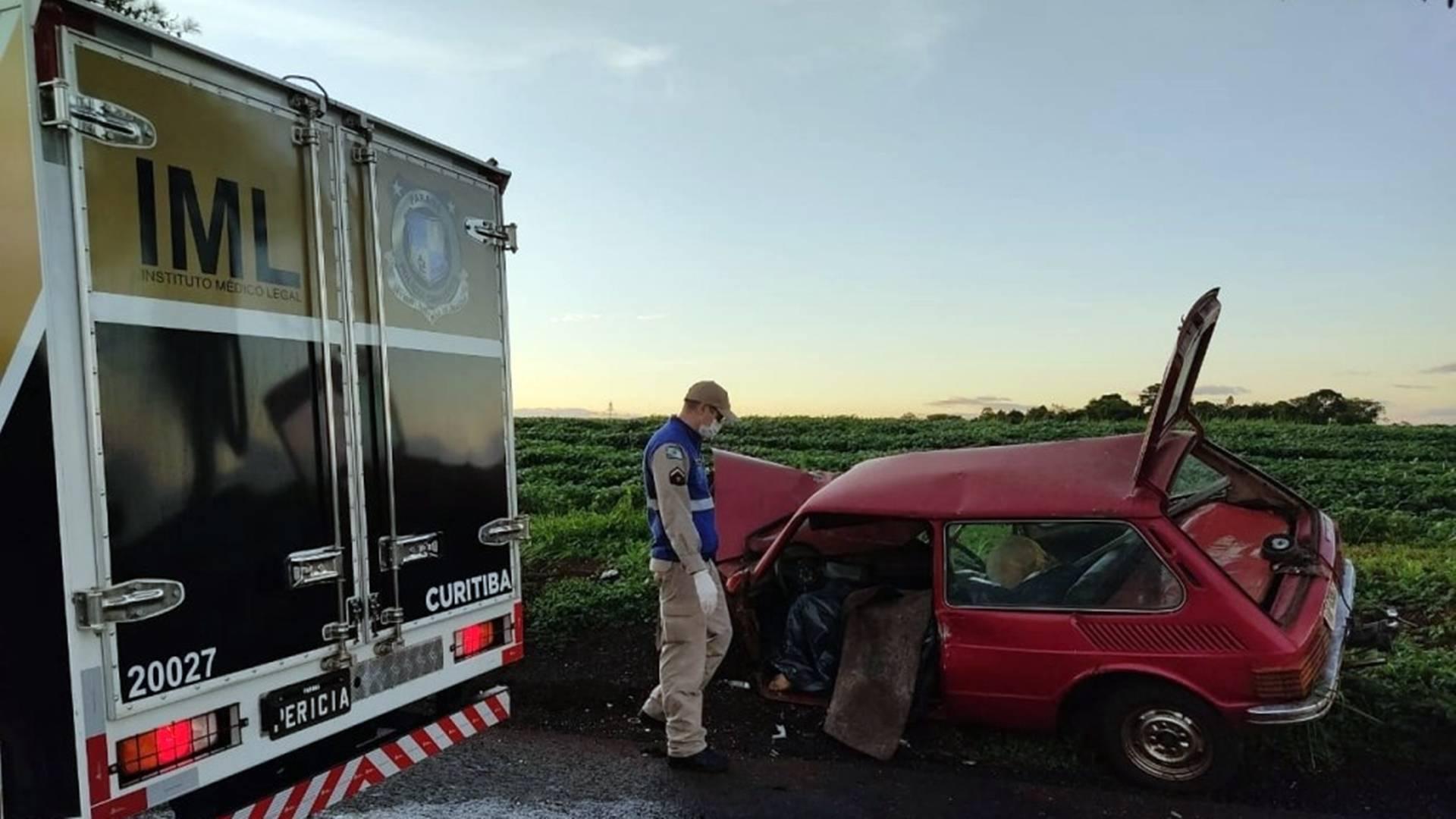 Homem de 30 anos morre em colisão entre carro e caminhão na manhã, em Toledo