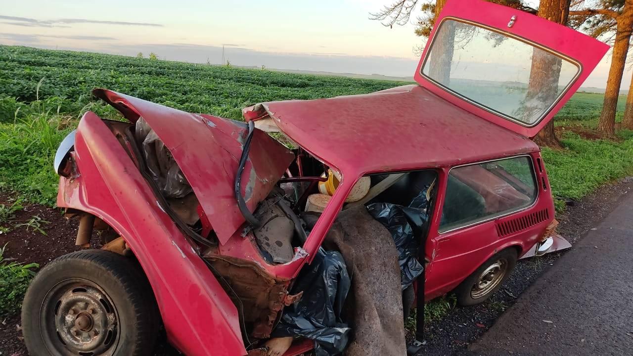 Homem de 30 anos morre em colisão entre carro e caminhão em Toledo