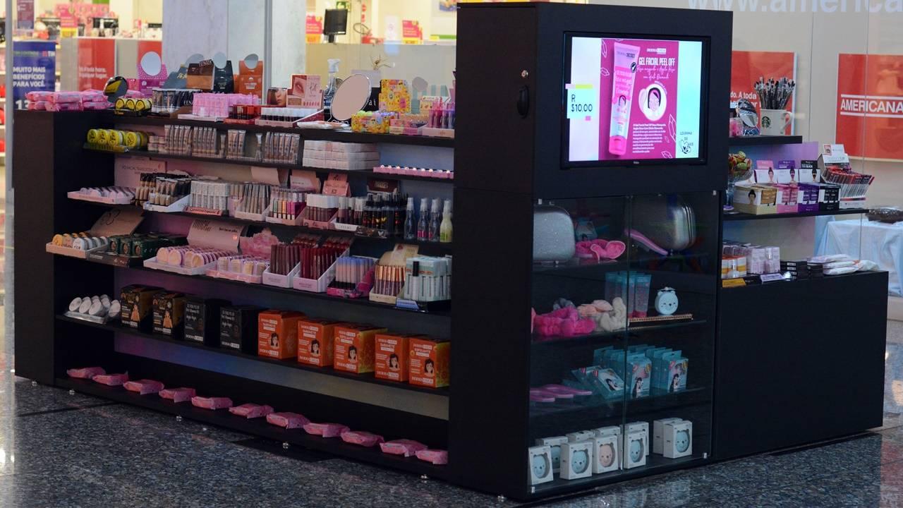 Loja com maquiagens por R$ 10 é inaugurada no Cascavel JL Shopping