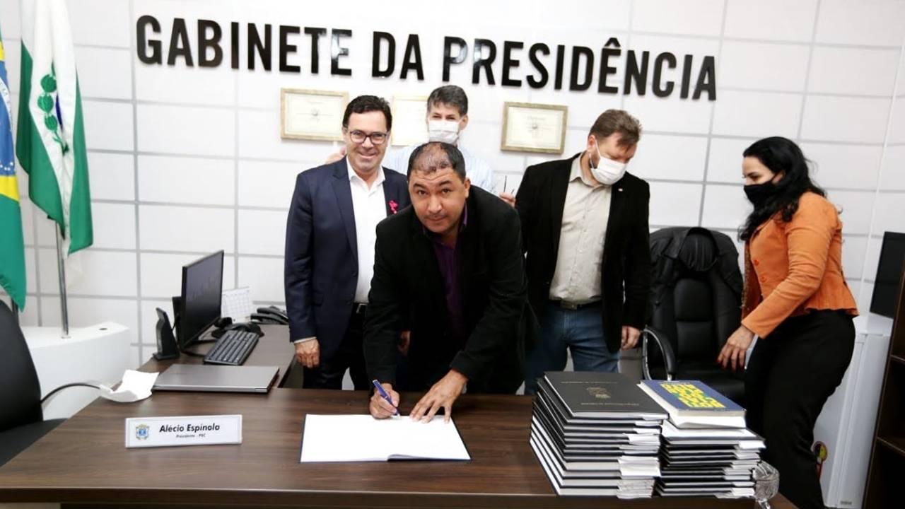 Joceh da Auto Escola (MDB) toma posse para substituir Edson Souza por 30 dias