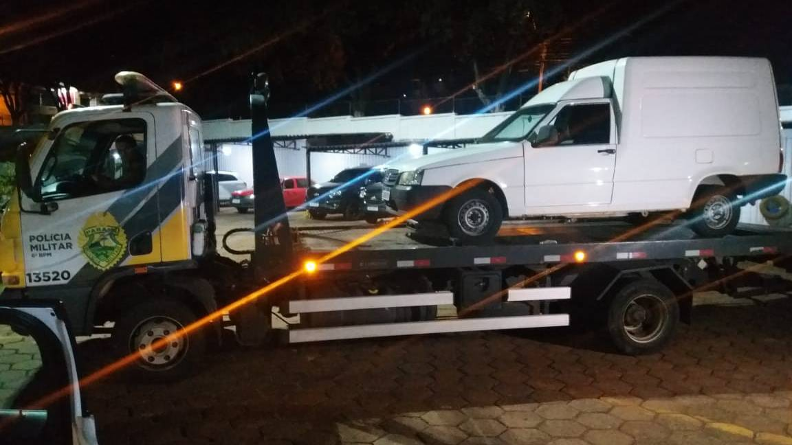 Fiorino roubada em comercio no Bairro São Cristóvão é recuperada pela PM