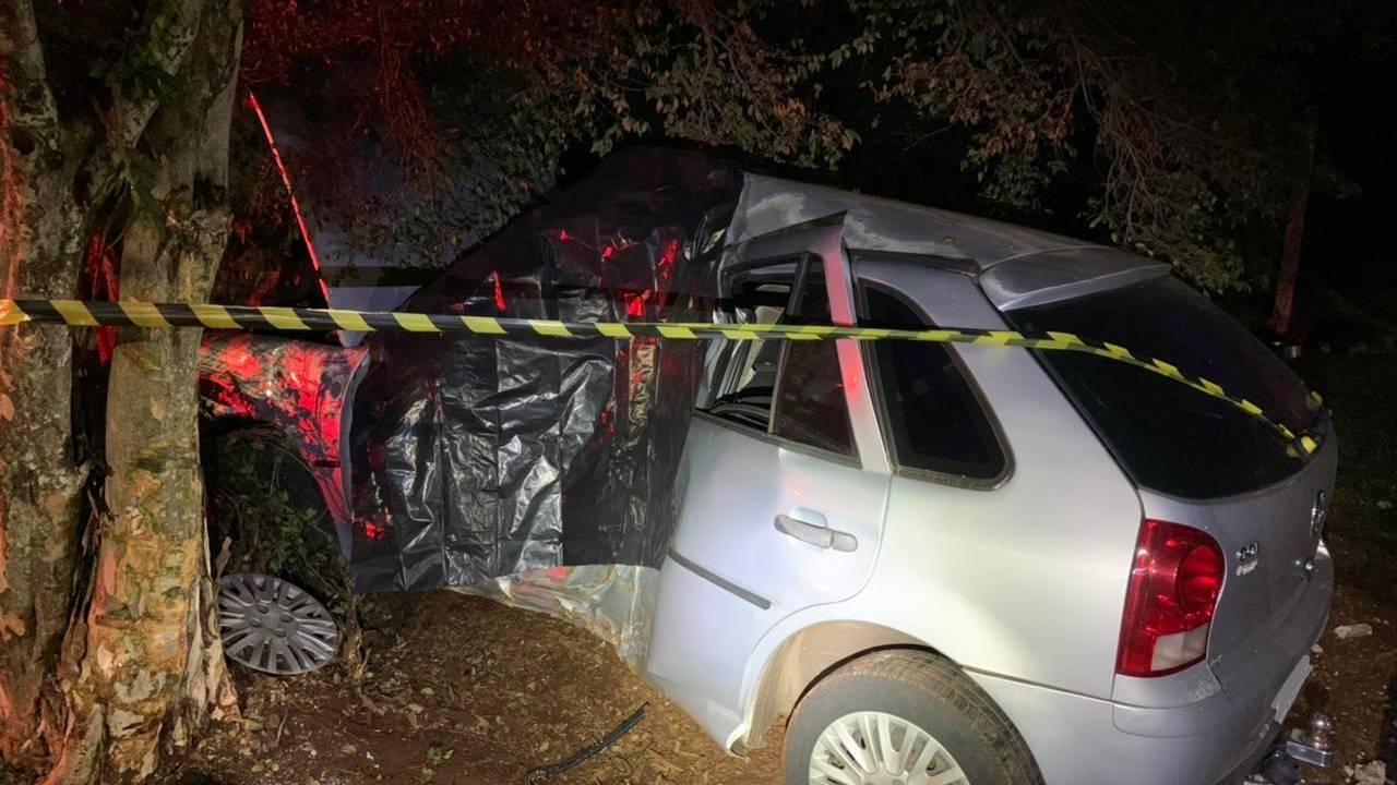 Mulher de 37 anos morre após colidir veiculo contra arvore no Bairro 14 de novembro