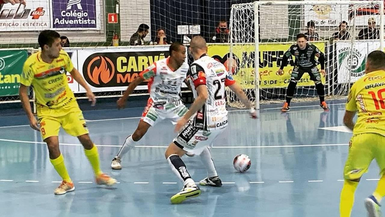 Cascavel Futsal vence e se classifica para semifinal da Série Ouro